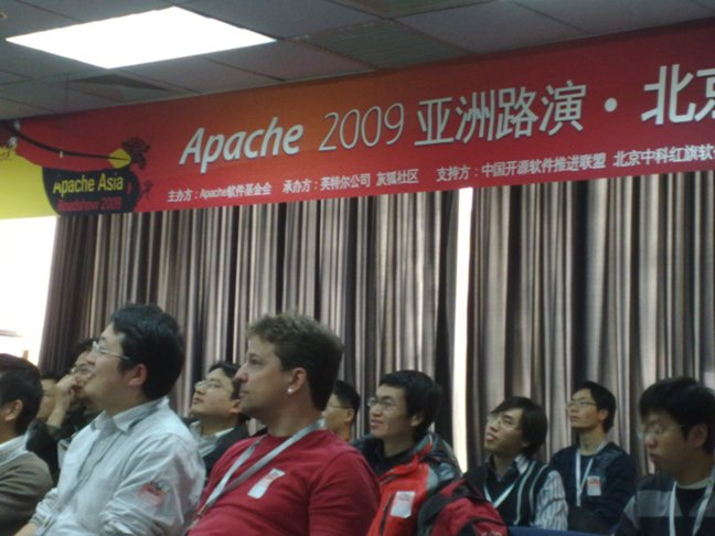 http://people.apache.org/~xli/apache_asia_2009/audience01.jpg